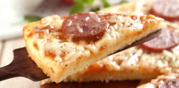Receita Pizza Calabresa e Queijo