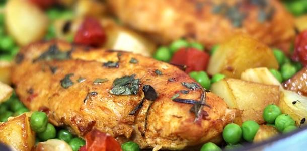 receita peito de frango com vegatais e ervas