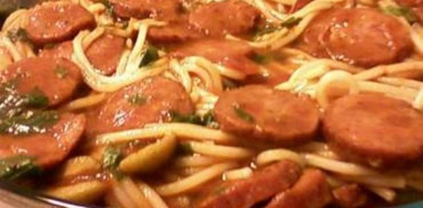 receita espaguete com molho de calabresa