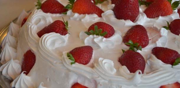 receita torta de nata com morango