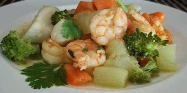 receita camarão com legumes