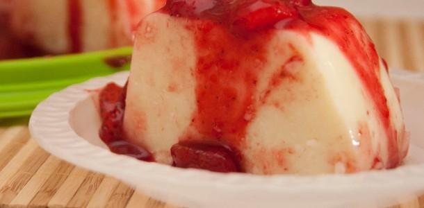 receita manjar com calda de frutas vermelhas