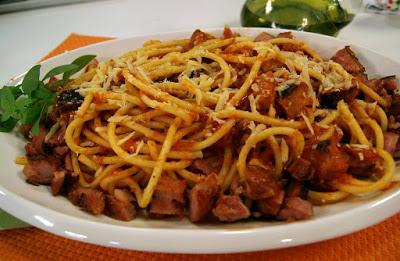 receita espaguete ao molho de linguiça