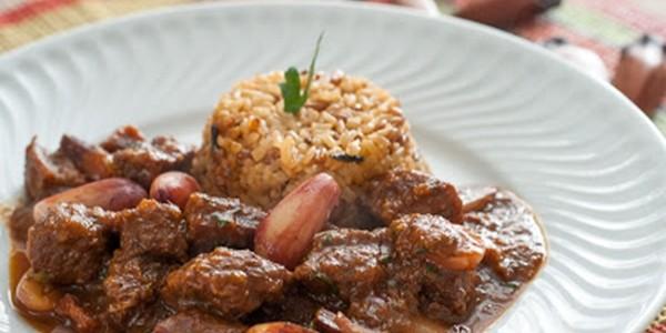 receita carne ao molho de pinhão