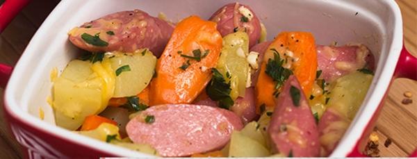 receita legumes com salsicha assados