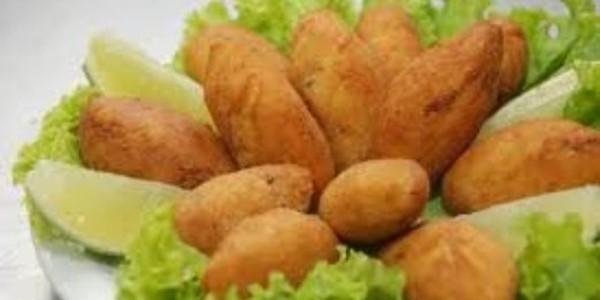 bolinho frito de mandioca