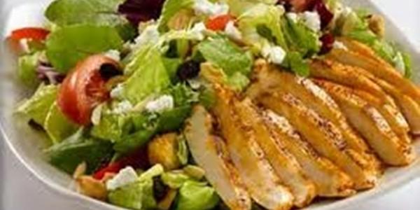 receita salada com frango grelhado