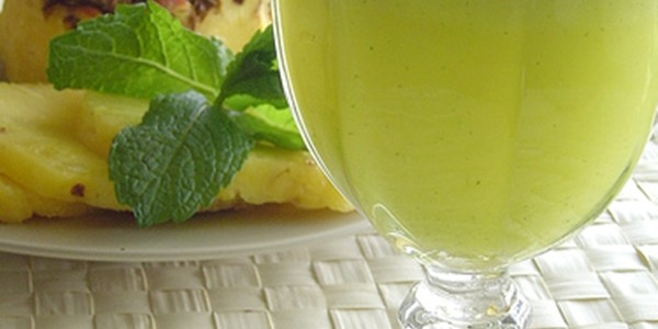 Suco de Abacaxi com Gengibre