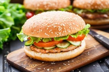 hambúrguer caseiro de peixe