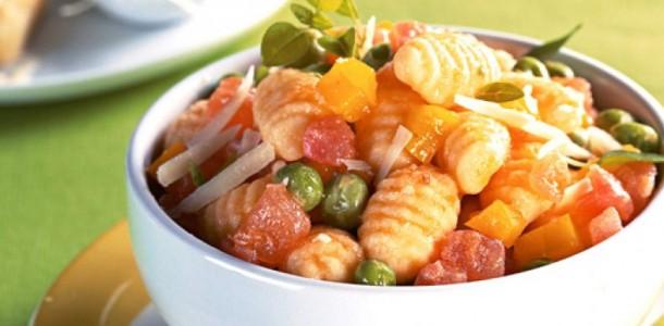nhoque com legumes e calabresa