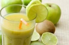 Suco de limão gengibre e capim cidreira