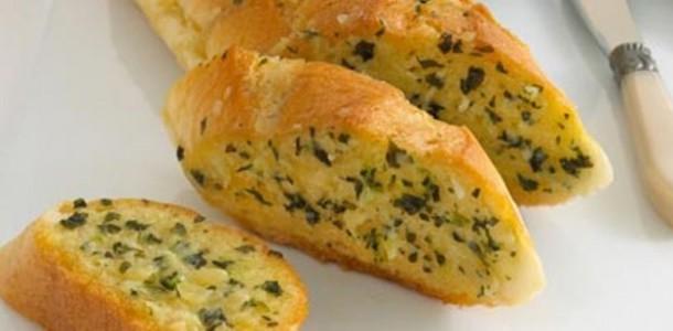 pão com alho e salsinha
