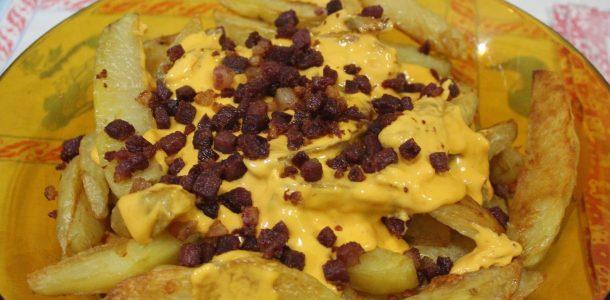 batatas com cheddar e bacon