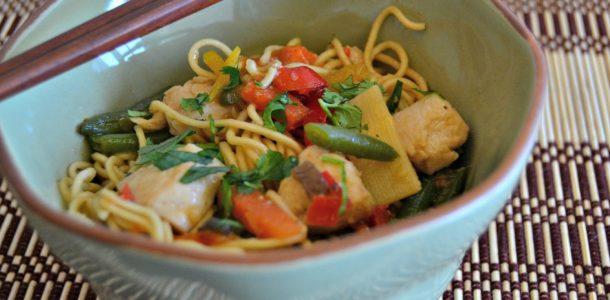 Noodles com Frango e Legumes