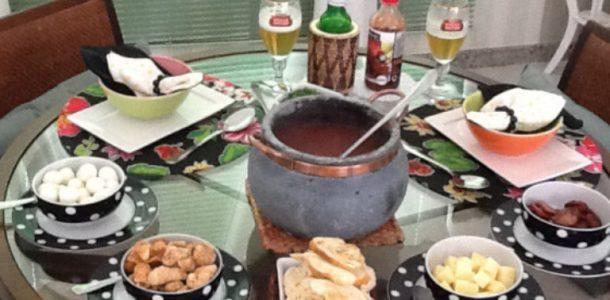 caldinho de feijão com acompanhamentos