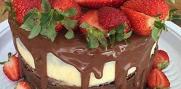 naked cake de brigadeiro com frutas