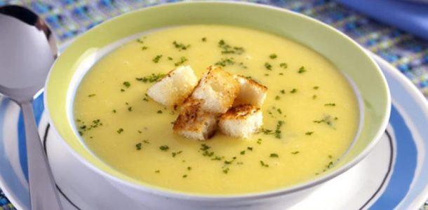 sopa de mandioquinha e cream cheese