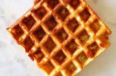 waffle de queijo com bacon